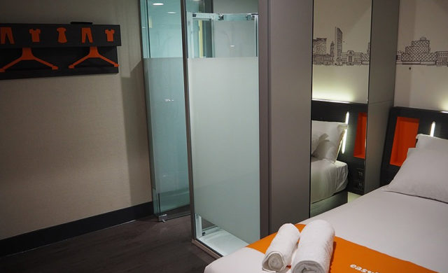 Glass Screens at the Easy Hotel in Birmingham