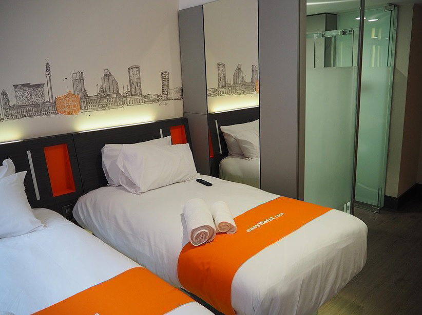Easy Hotel Birmingham - Glass Ensuite Screens