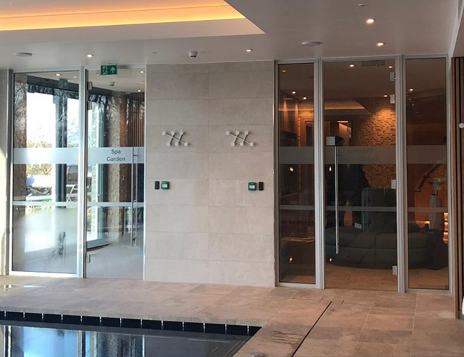 Spa glass partition walls and doors