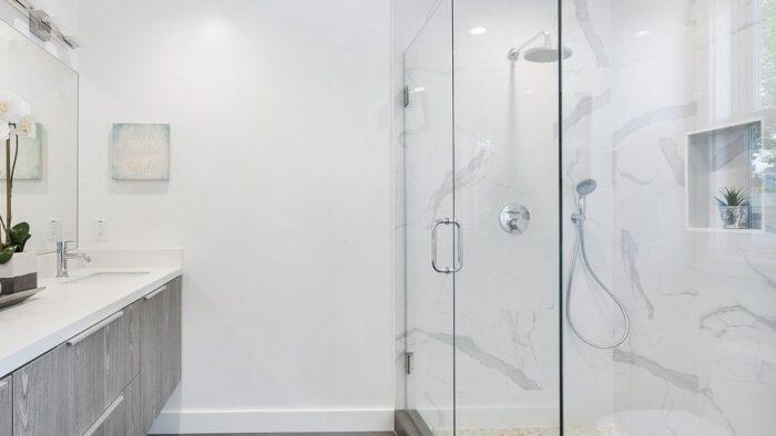 Framless shower screen